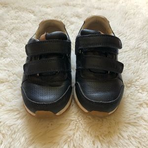 Clarks Toddler shoes Sz 7 1/2.